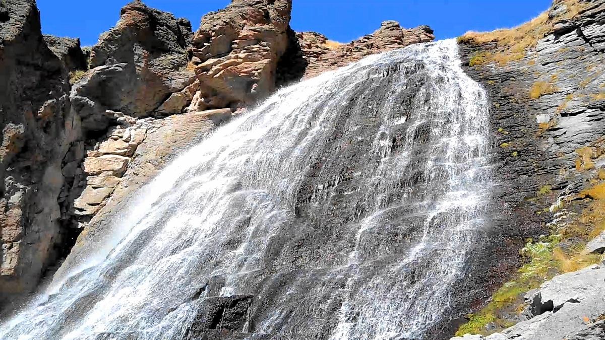 Водопад Девичьи косы вблизи